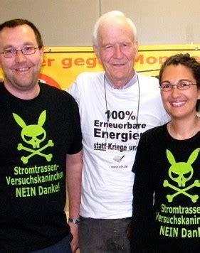 Bild: SONJA DILLER Christian Baur (links) und Anita Dieminger begrüßen den Referenten Wolf von Fabeck.
